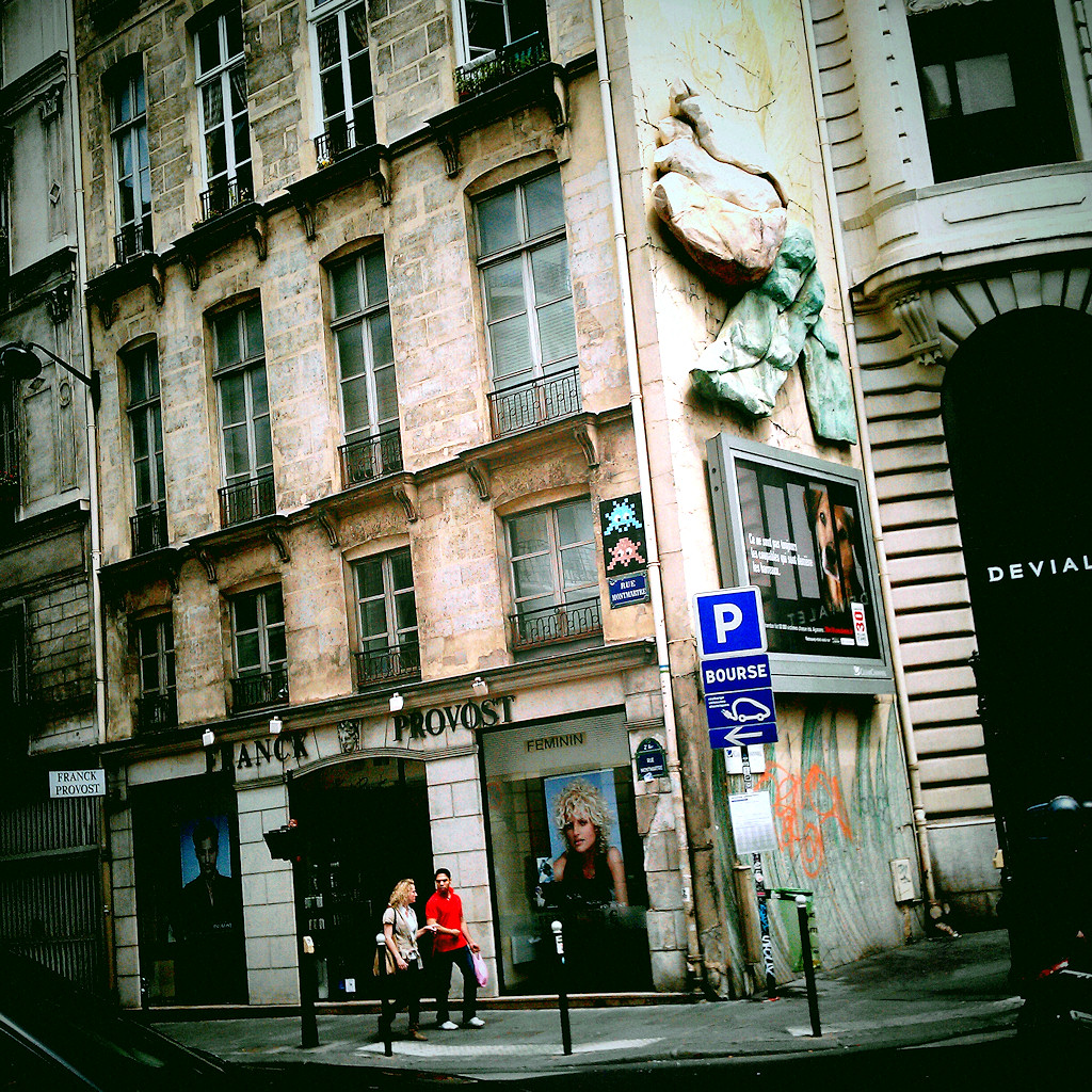 Paris Invasion - Rue Montmatre