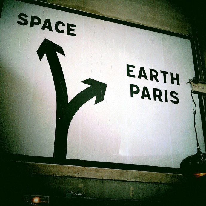 Paris Invasion - Space Earth Paris